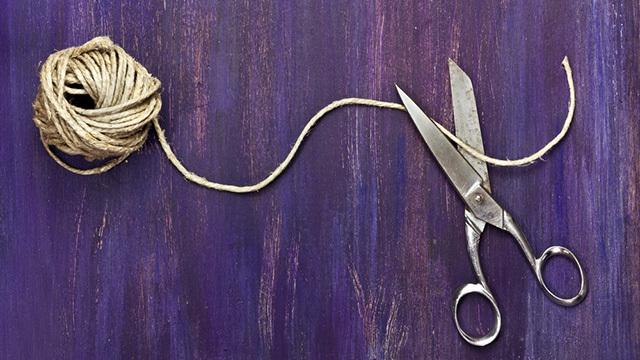 慣れれば1秒。紐を素手でスパッと切る方法