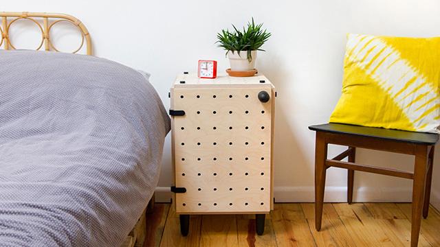 「小物類を掛けられるペグボード家具」をDIYできるキット「CRISSCROSS」