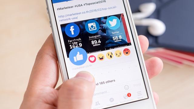 Facebookで企業にメッセージを送ると、広告が送られるようになる