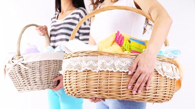 洗濯物カゴを2つ重ねて使えば、洗濯中に汚れ物が出ても問題ナシ
