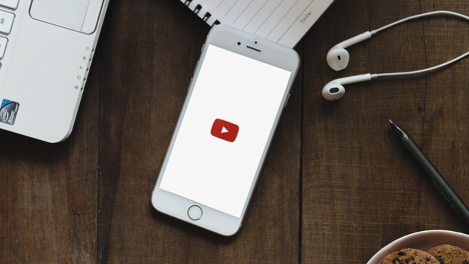 iPhoneで好きなアプリを使いながらYouTubeのプレイリスト聴く方法