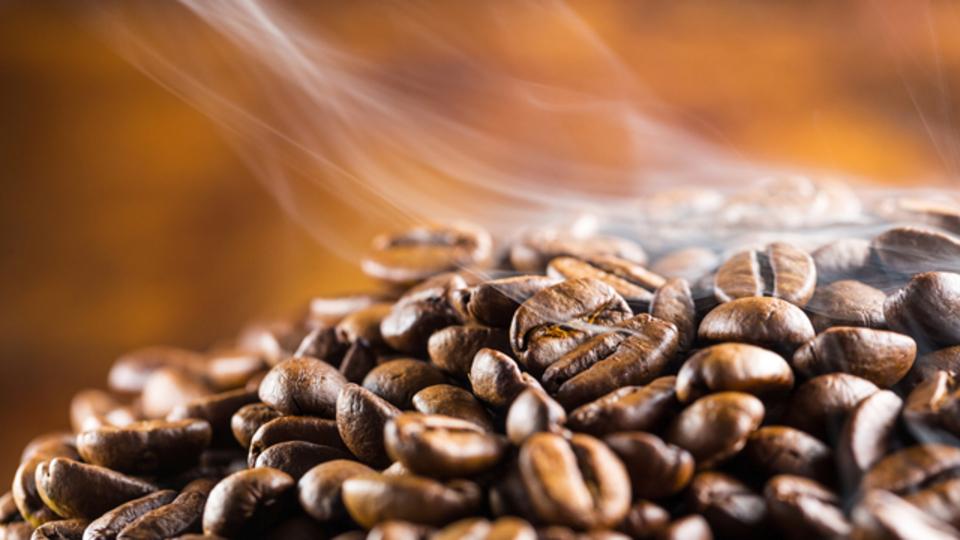 今度のFIREは「炭になる」直前まで豆を焼いているらしい。コーヒーは「焙煎」でどう変わるのか、詳しく聞いてみた