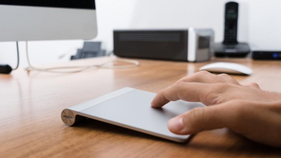 MacBookでの作業効率を高めるトラックパッドのジェスチャー10選