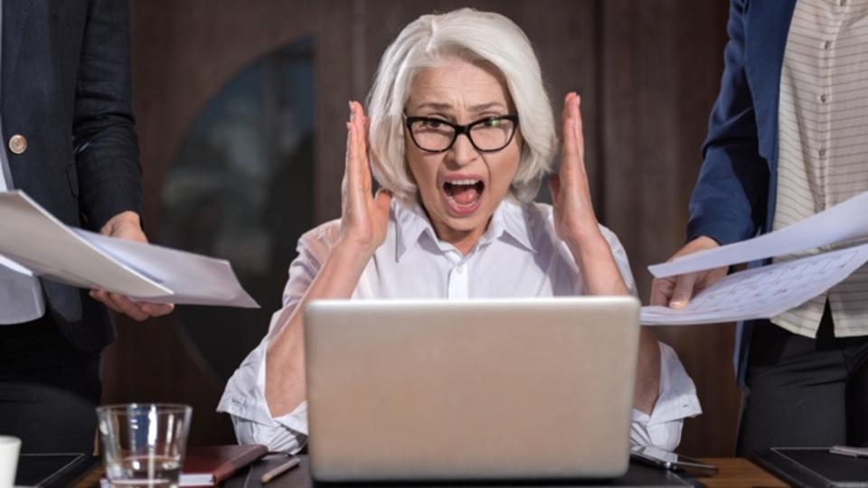 「めちゃめちゃ忙しい!」と訴える人が増えているのはなぜか:研究結果