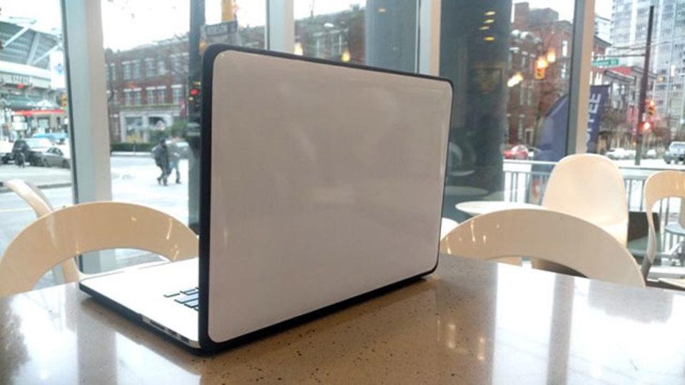 ノートパソコンのフタをホワイトボードにすると意外と使える
