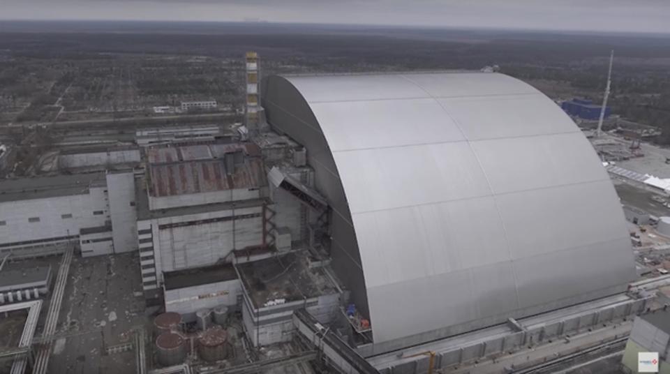 総工費16億ドル。チェルノブイリを覆うための巨大シェルターが、ついに動き出す