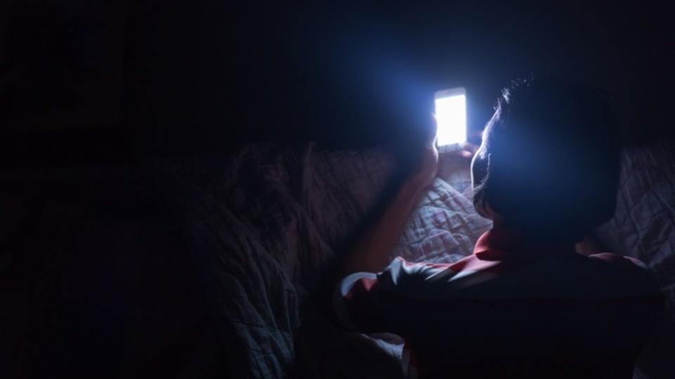 真夜中に目が覚めて眠れなくなったときの対処法