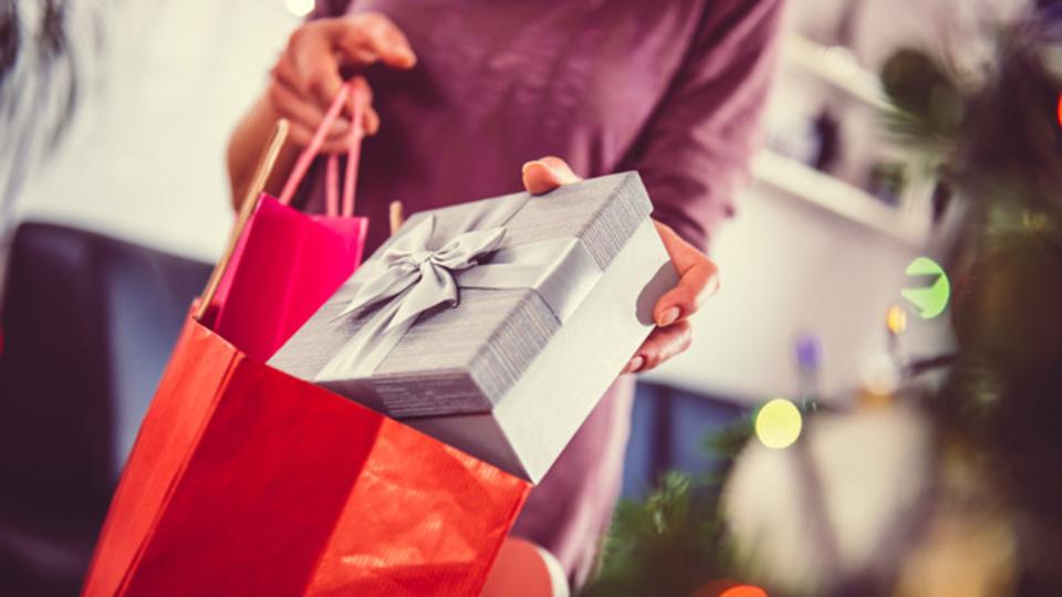 クリスマスのラッピングを楽しく賢く節約する4つのアイデア