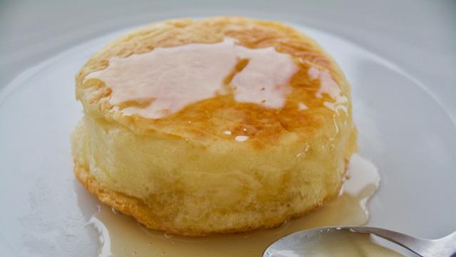 朝食に最適。パンケーキよりモッチリ食感の「クランペット」のレシピ