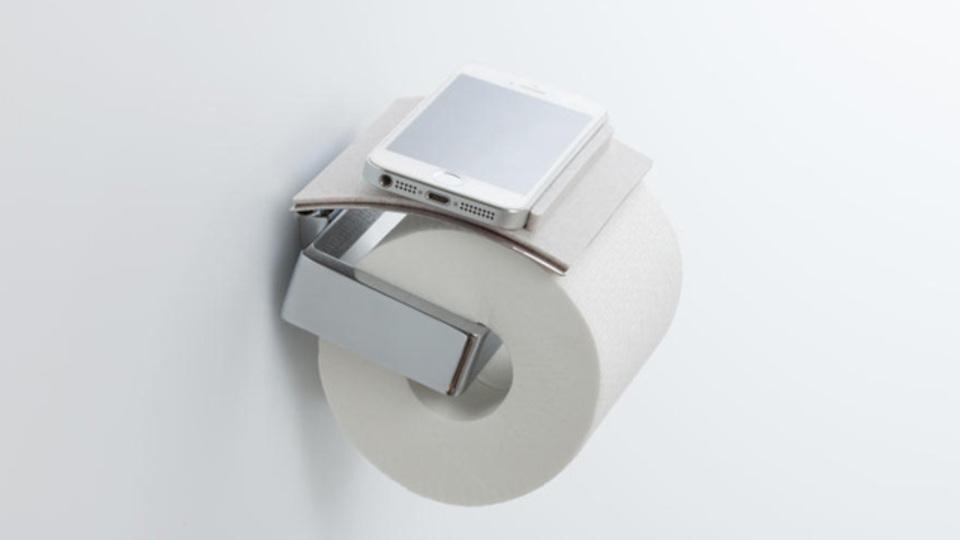 トイレでの「ちょい置き」問題を解決。ペーパーホルダーに取り付ける物置き