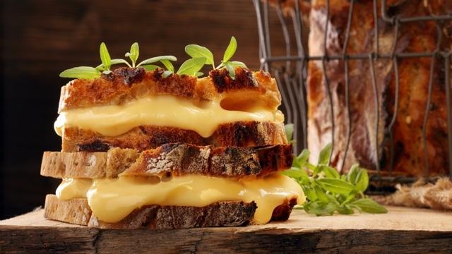 チーズを食べる人は長生きできる?:研究結果