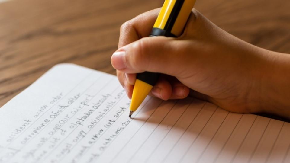 キーボードの入力よりも、手書きの方が「脳に良い」3つの理由
