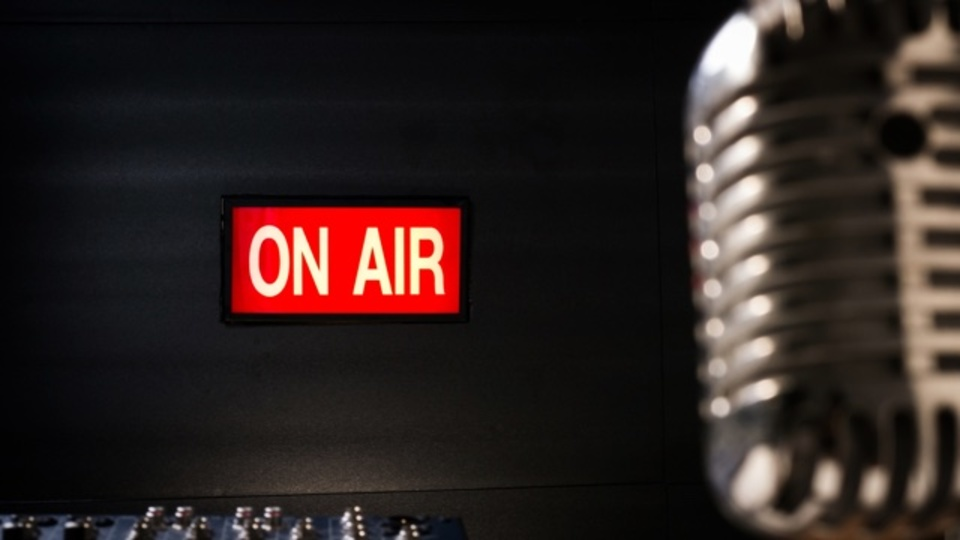 グーグルアース風のインターフェースで世界中のラジオ放送が聴けるサイト