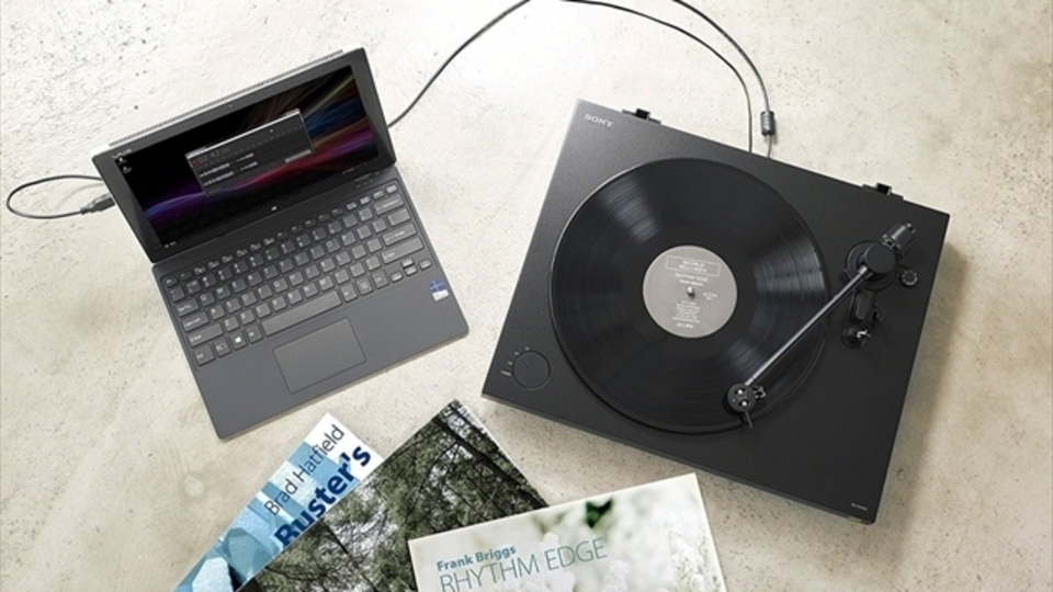 オールブラックが美しいSONYのプレイヤー「PS-HX500」