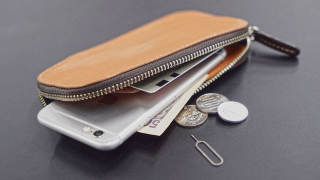 iPhoneごとポケットに入るサイフ【今日のライフハックツール・ベスト版】