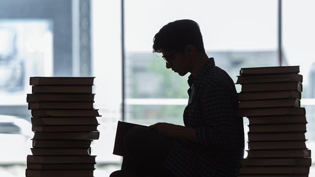 「学んだことを忘れてしまう」を「過剰学習」で防げるかもしれない