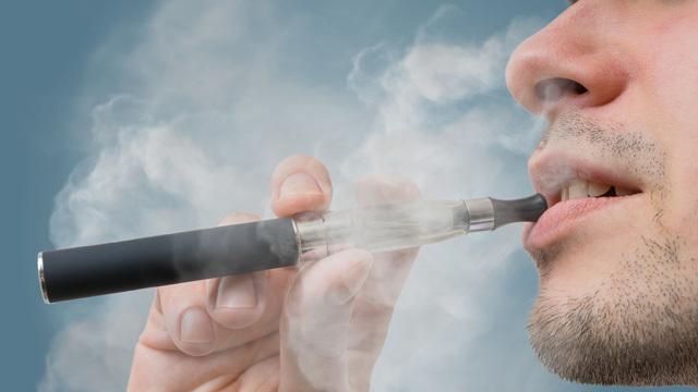 「電子タバコ」は「安全な禁煙手段」なのか?