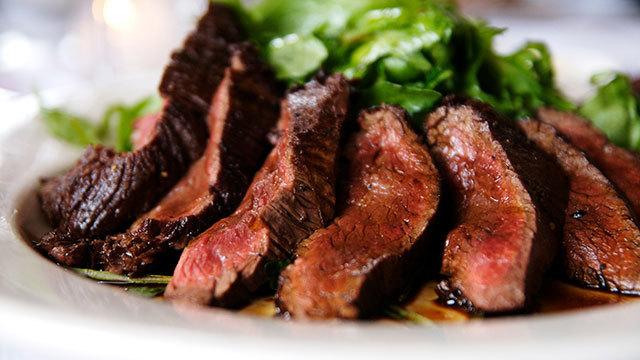 家で焼くステーキを一段アップさせるコツは「お皿の準備」