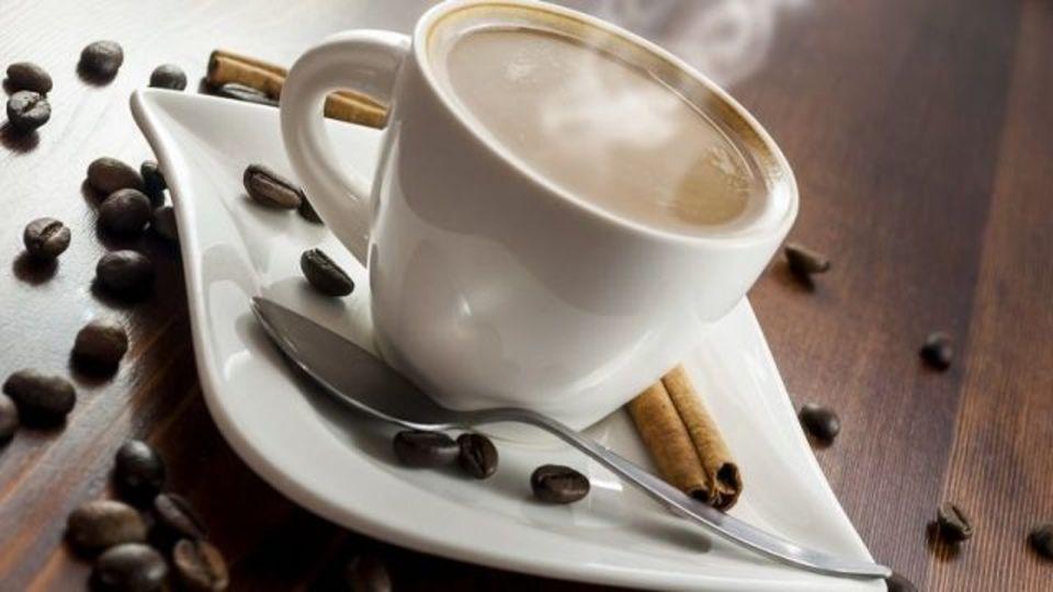 熱い飲み物を早く冷ます2つの方法