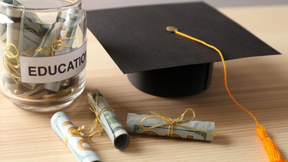 「高校時代のバイト時間数」から「大学を卒業できるか」がわかる:研究結果