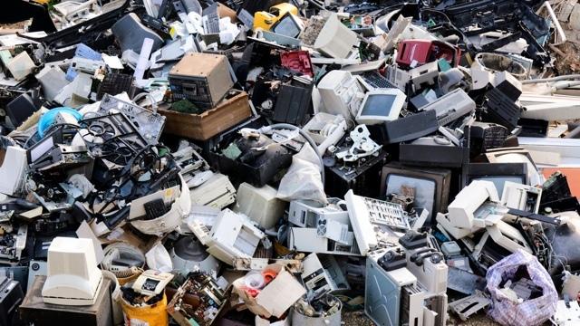 アジアでE-waste(電気電子機器廃棄物)の発生量が急増中