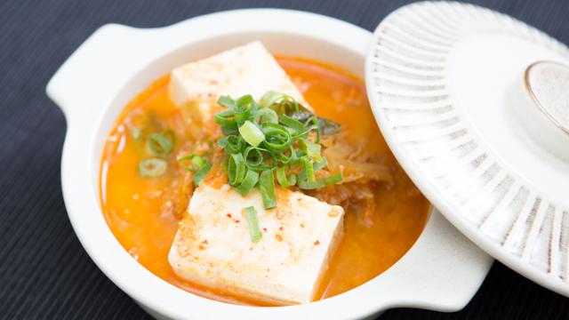 食べても太らない夜食:カラダが温まる「酒粕キムチ湯豆腐」