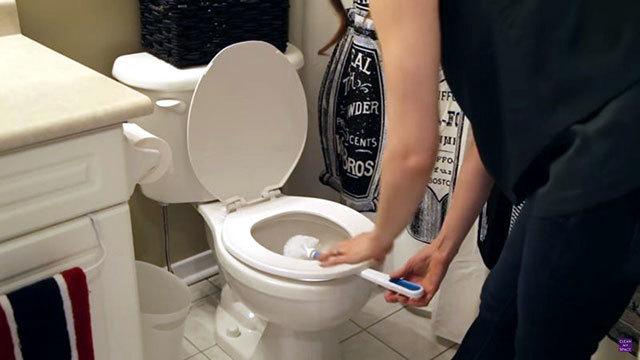 使用後のトイレ用ブラシを乾かす裏ワザ