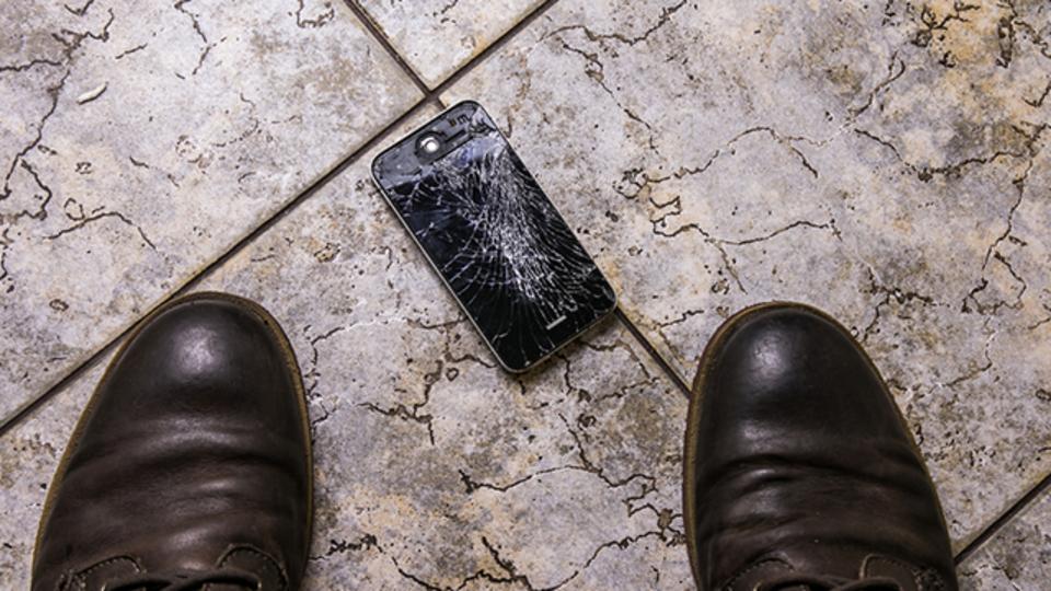 iPhone 8は画面が割れてもApple Storeでしか修理できない?