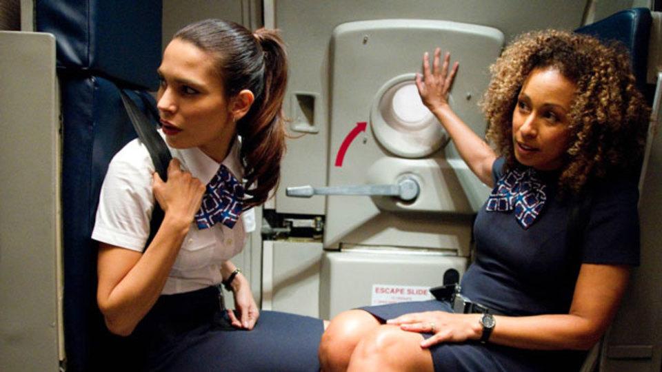 客室乗務員による「空の旅の知られざる真実」