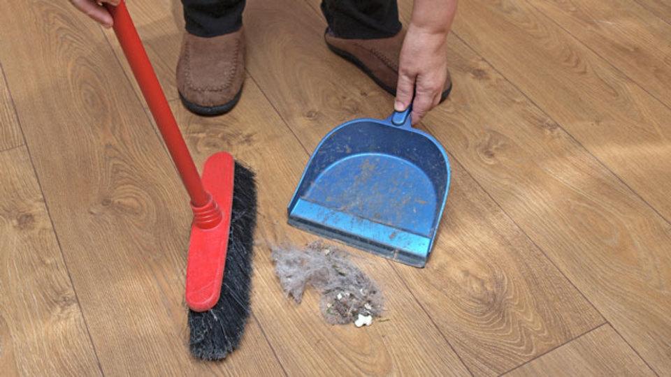 清掃のプロが教える「掃き掃除を効率化するテクニック」