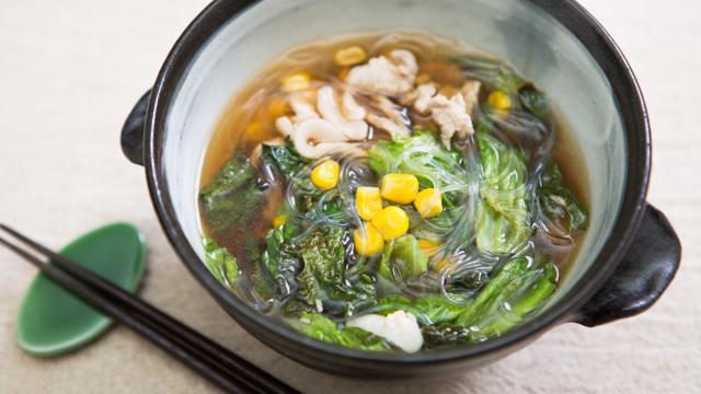 食べても太らない夜食:短時間で作れるレタスとコーンのスープ春雨