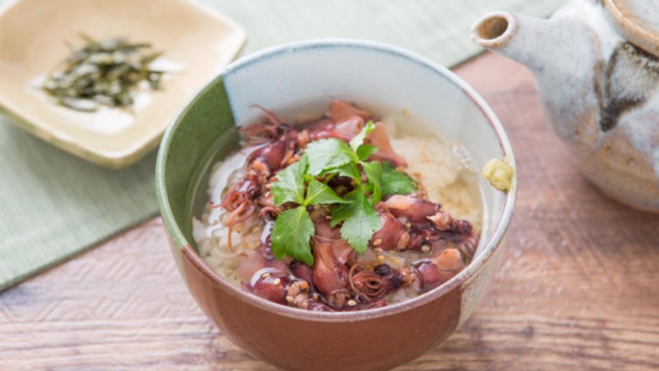 食べても太らない夜食:レンジでできる料亭の味「ホタルイカの出汁茶漬け」
