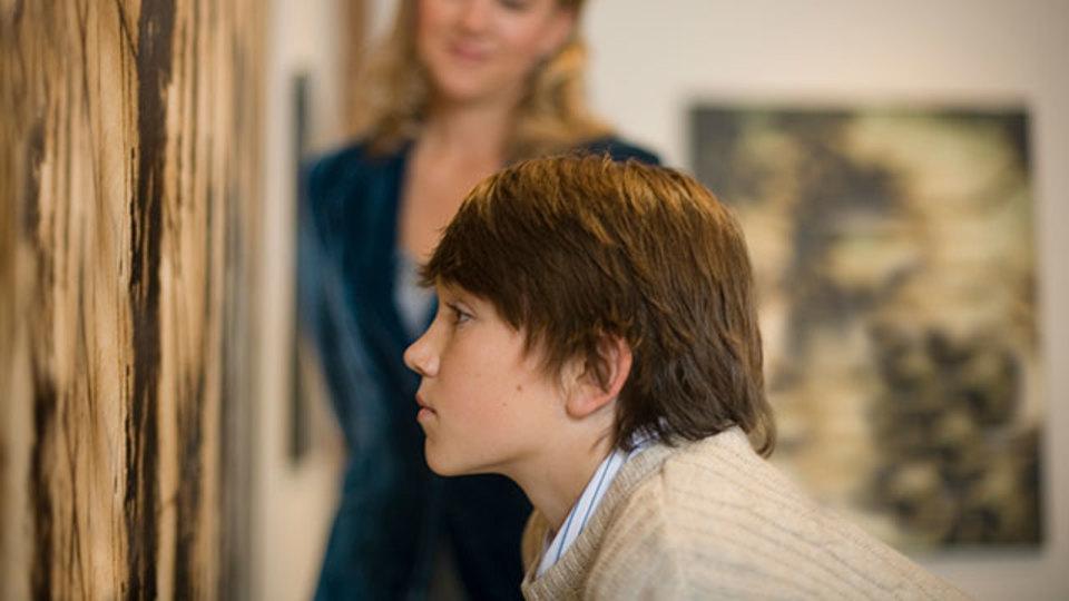 美術館で貴重な芸術作品を破損したらどうなるか
