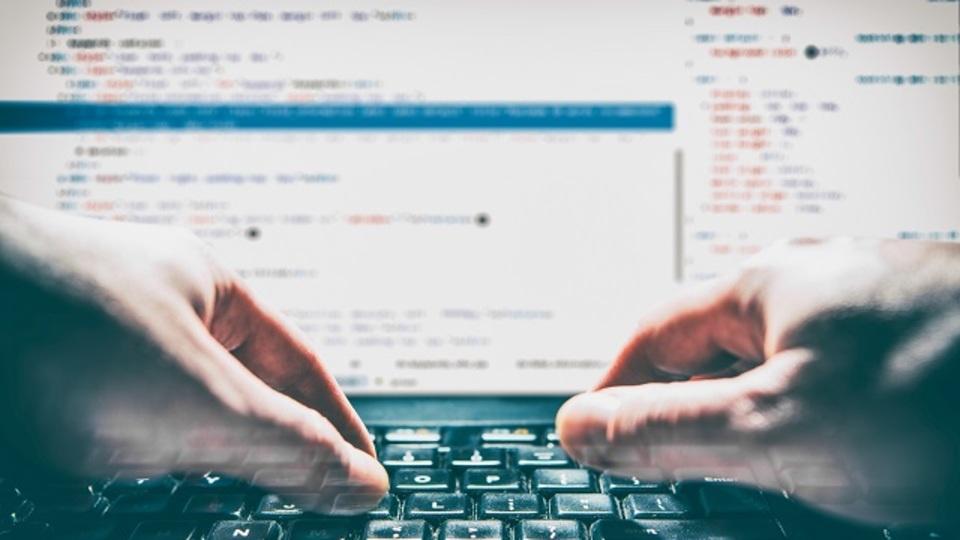 「プログラマー」と「ウェブ開発者」の違いを4つに分けて解説