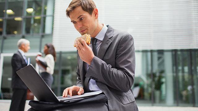 時差ぼけ防止テク:食事の時間だけ先にずらしておく