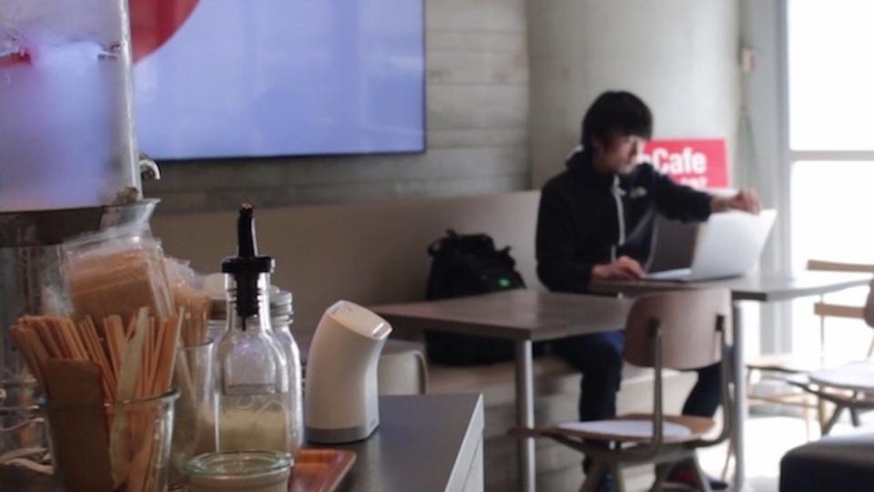 こんな未来いいな! タッチでつながるWi-Fiルーター「kisslink」ならカフェでのネット接続も捗るかも
