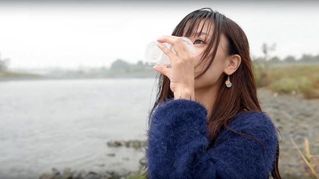 ペットボトルを浄水ボトルに早変わりさせるキャップ【今日のライフハックツール】