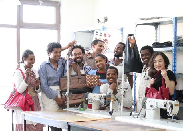 エチオピア現地工房の職人たち。