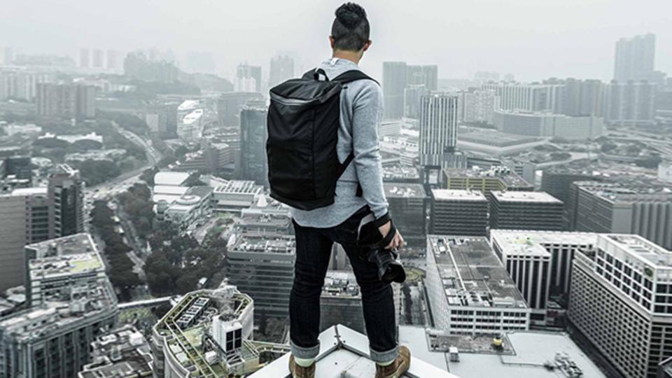 スーツスタイルにも合うシンプル+大容量のバックパック【今日のライフハックツール】