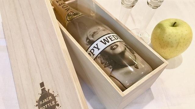 シャンパンのボトルをデザイン