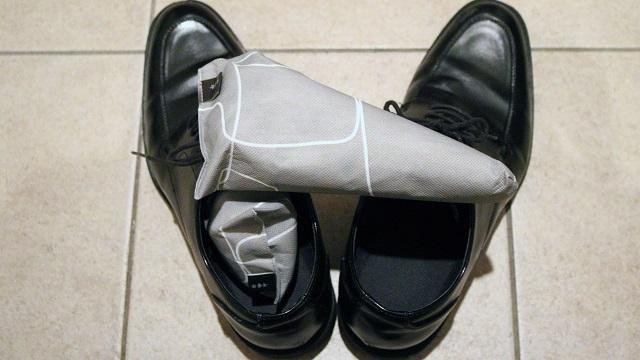 一日履いた靴の臭いは「高機能活性炭」シューキーパーで対処しよう【今日のライフハックツール】