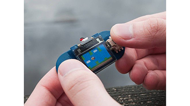 世界最小のゲームコンソール「TinyScreen Video Game Kit」