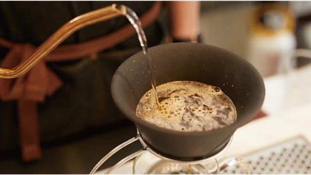水もワインもコーヒーも。自然な甘みを引き出すセラミックフィルター