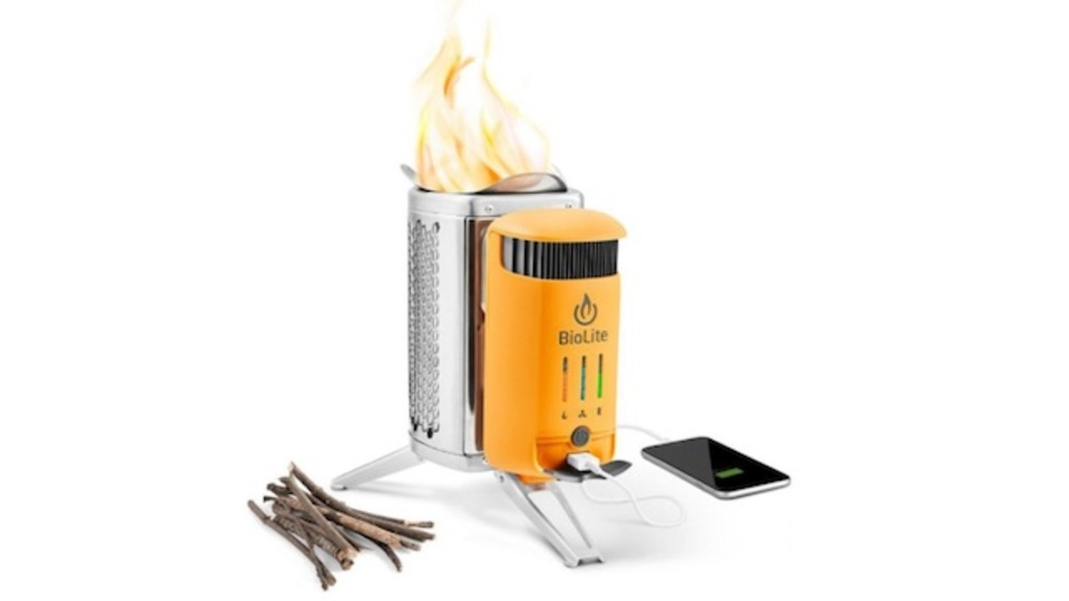 たき火の熱を電気に変換する「BioLite」はキャンプの強い味方
