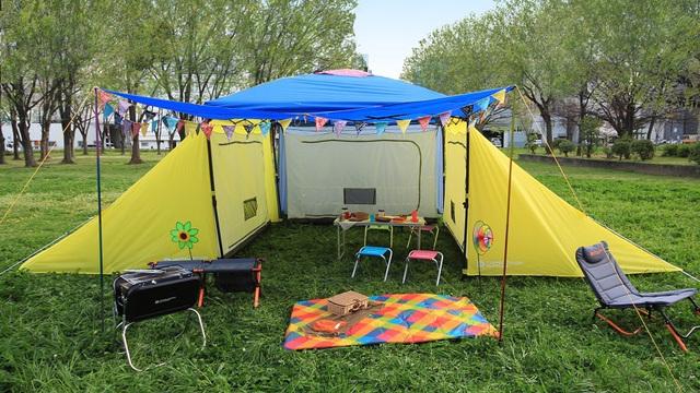 大人数キャンプが簡単にできちゃう「1LDKタープ」。アウトドア・シェアハウスもできちゃう