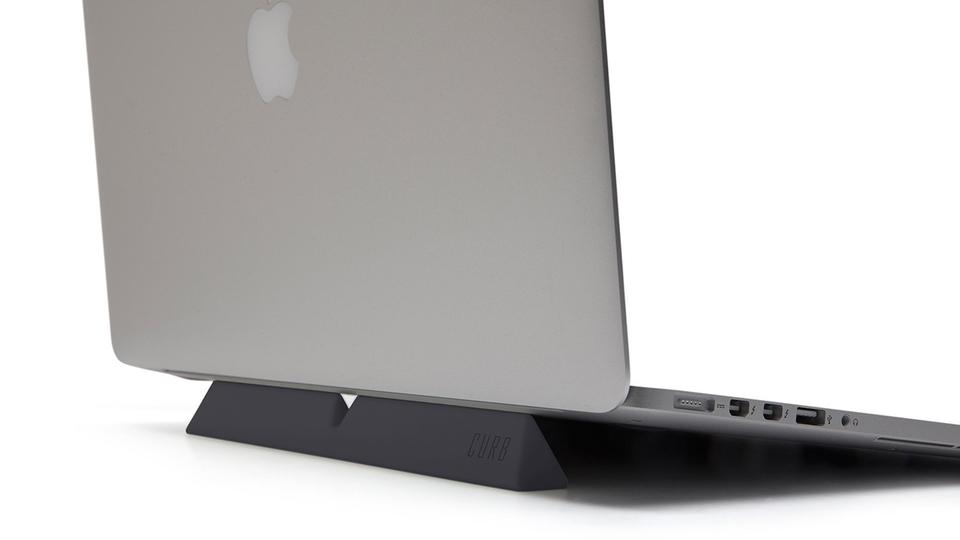 ノートPCの夏の悩み「PCが熱い問題」の解決策【今日のライフハックツール】