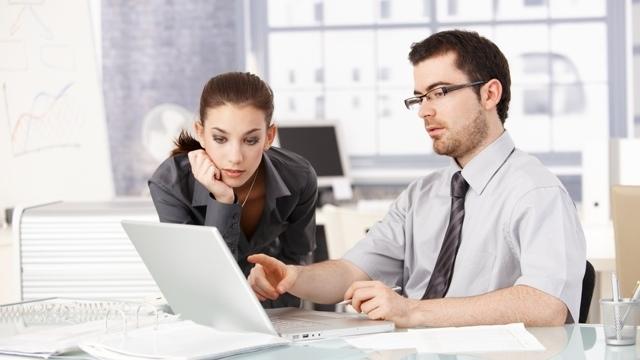 研究結果:女性は男性よりも損なフィードバックを受ける?
