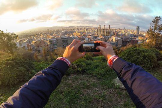 スマホのカメラをかざすだけ。山情報をARで見られるアプリ【今日のライフハックツール】