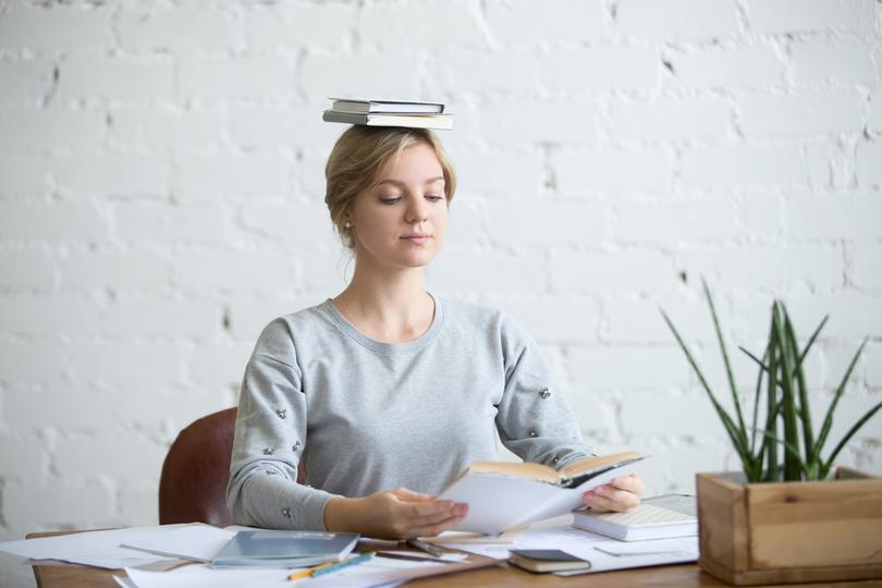 「背筋を伸ばすだけで幸福感も生産性もアップする」という研究結果