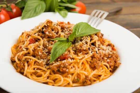 パスタ料理で生麺と乾麺、どちらを使った方が美味しくなるか判断する方法